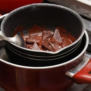 kak-prigotovit-vkusnoe-beze-s-temnyim-shokoladom