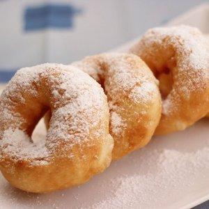 Рецепт пончиков с сахарной пудрой пошагово