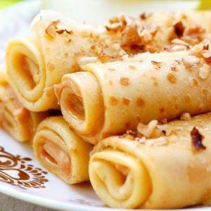 блины трубочки на молоке с бананом и шоколадом