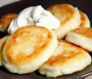 Как приготовить вкусные сырники из творога на сковороде — описание тонкостей от повров