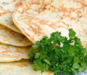 Лепешки с творогом и зеленью на сковороде — что понадобится для приготовления